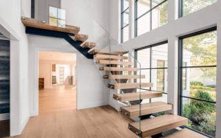Какую выбрать лестницу для коттеджа?