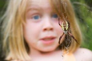ребенок боится насекомых