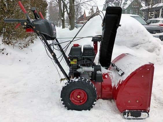 снегоуборщик красный